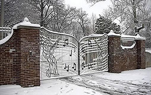 graceland-gates-winter-snow