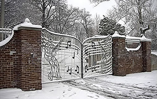 graceland-gates-winter-snow
